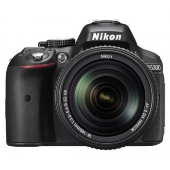 Model : D5300 Kit 18-140mm VR (black), Rezolutie : 24.2 MP, Tip Senzor : CMOS, format Nikon DX, 23.5 x 15.6 mm, fără filtru optic low-pass, Sistem de procesare a imaginii : EXPEED 4, Dimensiune imagini (pixeli) : 6000 x 4000 (mare), 4496 x 3000 (mediu),