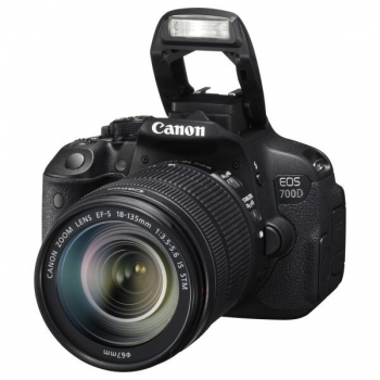 Camera Foto D-SLR Canon EOS 700D 18MP Obiectiv Kit 18-135mm IS Black AC8596B009AA