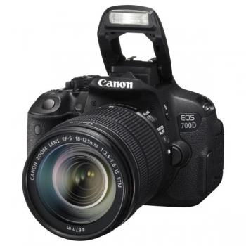 Camera Foto D-SLR Canon EOS 700D 18MP Obiectiv Kit 18-135mm IS Black AC8596B009AA